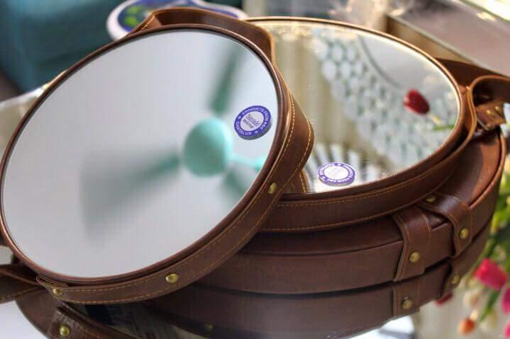 Gương tròn treo dây da Navado.