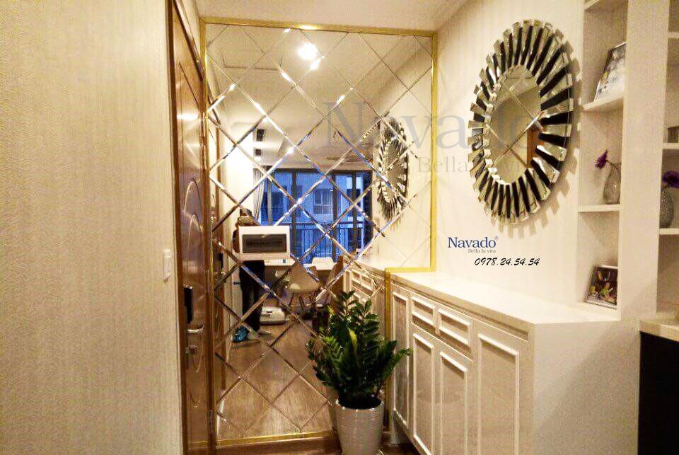 Gương trang trí Mystery giúp gia chủ lấy ấn tượng đầu tiên khi khách đến chơi nhà.