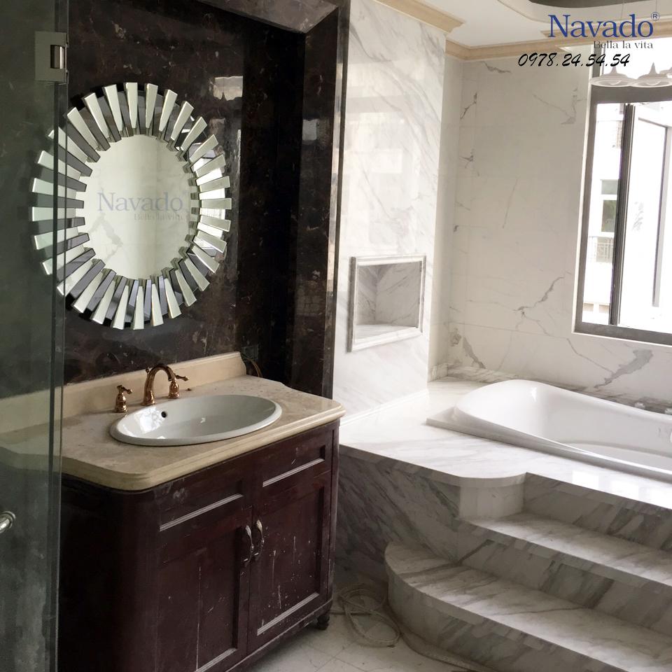 Gương trang trí Mystery tăng phần đẳng cấp cho phòng tắm.
